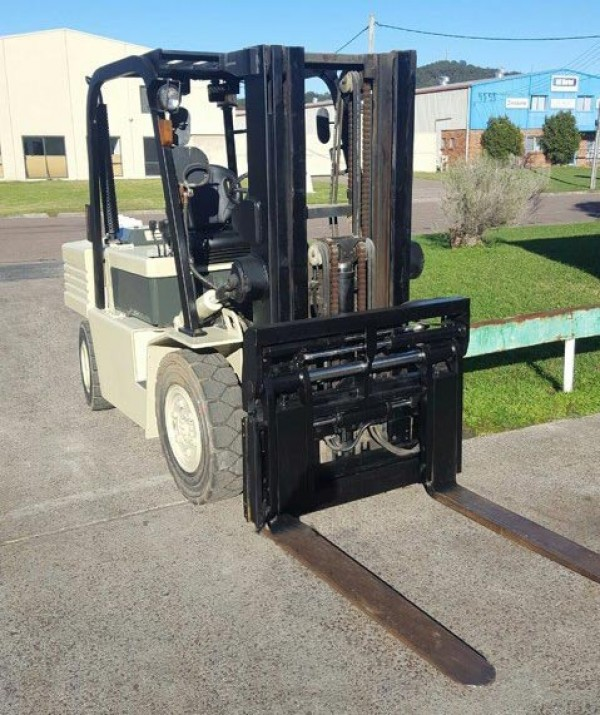 Crown D40S 4 tonne forklift hire